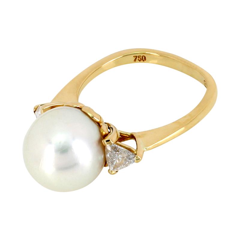 Ring in Gelbgold mit Zuchtperle und Diamanten